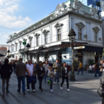 Περιήγηση στον κεντρικό πεζόδρομο του Βελιγραδίου